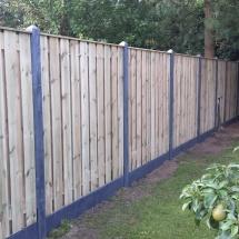 21 planks hout beton schutting met afdeklijst palen en platen antraciet