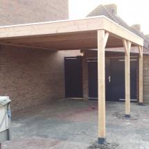 carpoort van douglas hout op betonpoeren met epdm als dakbedekking