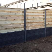 hout betonschutting antraciet rotsmotief met een horizontaal scherm
