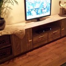 op maat gemaakte tv kast van steigerhout