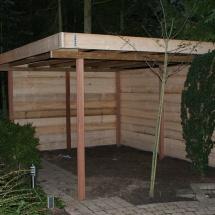 prieel van steigerhout 4x4,plat dak gebrand met dakleer.hardhouten palen 9x9.